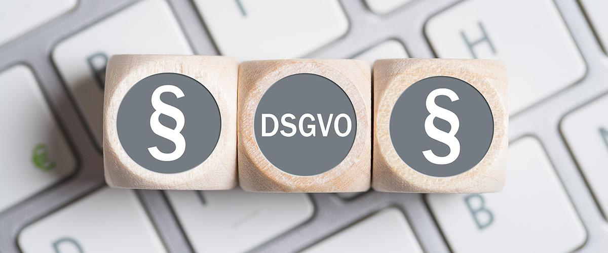 Drei Würfel mit DSGVO-Schriftzug